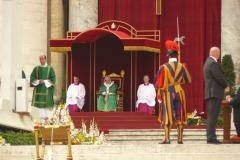 585-Papa-Francesco-in-preghiera